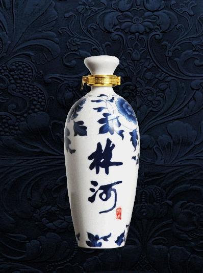 连理枝青花瓶